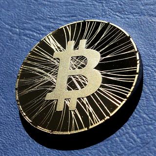 Une pièce de bitcoin